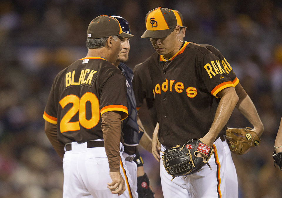 Photo - San Diego Padres manager Bud Black, left, relieves starting pitcher Billy Buckner, right, in the sixth inning of a baseball game against the Chicago Cubs, Saturday, May 24, 2014, in San Diego. (AP Photo/Sean M. Haffey)