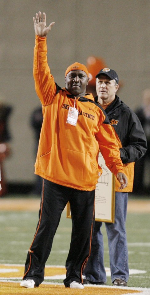 Photo - BEDLAM: Former OSU Cowboy Thurman Thomas is introduced during a break during the first half of the college football game between the University of Oklahoma Sooners (OU) and Oklahoma State University Cowboys (OSU) at Boone Pickens Stadium on Saturday, Nov. 29, 2008, in Stillwater, Okla.    STAFF PHOTO BY CHRIS LANDSBERGER  ORG XMIT: KOD