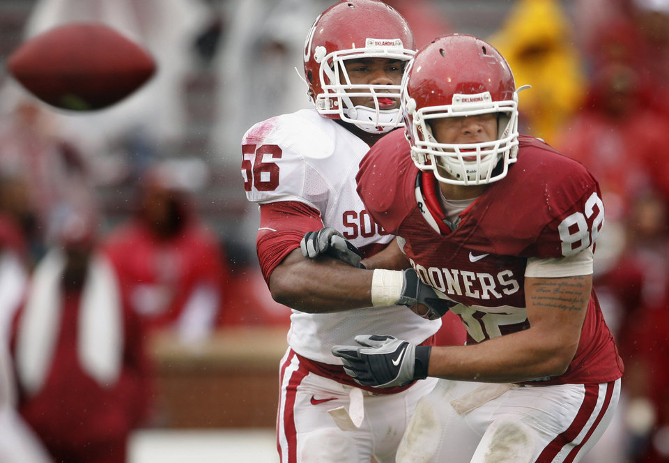 Photo - Ronnell Lewis (56) defends tight end James Hanna (82) during the spring Red and White football game for the University of Oklahoma (OU) Sooners at Gaylord Family/Oklahoma Memorial Stadium on Saturday, April 17, 2010, in Norman, Okla.  Photo by Steve Sisney, The Oklahoman