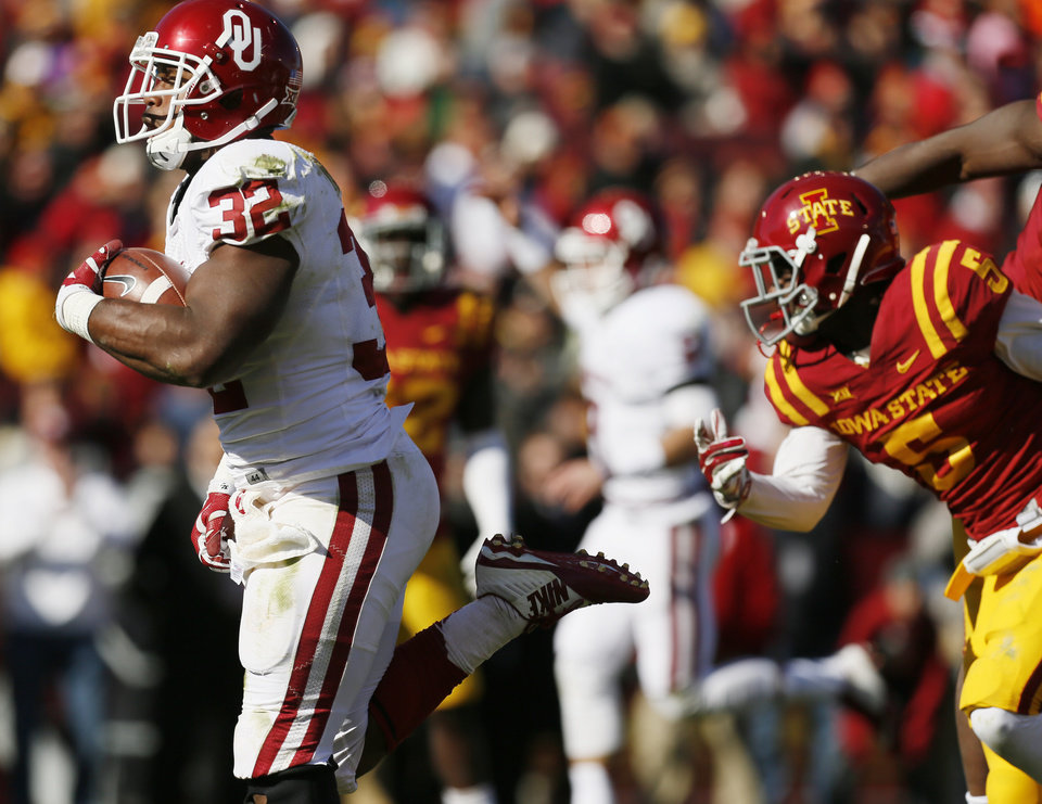 Photo - Oklahoma's Samaje Perine (32) carries the ball for touchdown in the second quarter during a college football game between the University of Oklahoma Sooners (OU) and the Iowa State Cyclones (ISU) at Jack Trice Stadium in Ames, Iowa, Saturday, Nov. 1, 2014. Photo by Nate Billings, The Oklahoman