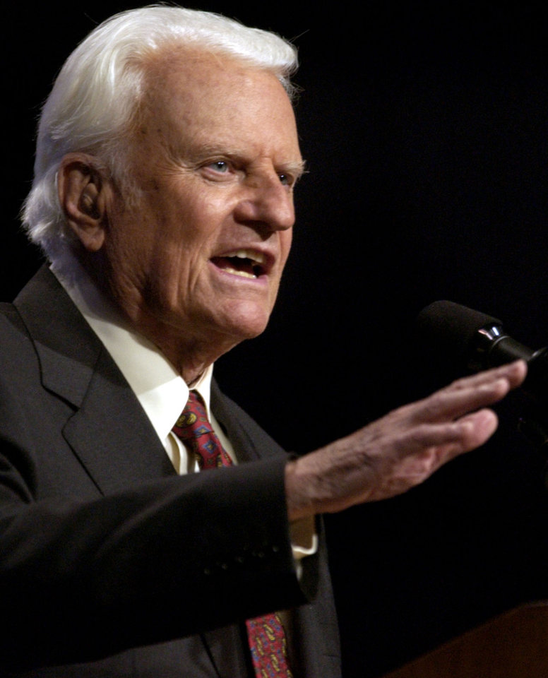 Photo - Oklahoma City, Thursday, June 12, 2003.  Billy Graham speaks during the Mission Oklahoma City at the Ford Center.  Staff photo by Bryan Terry