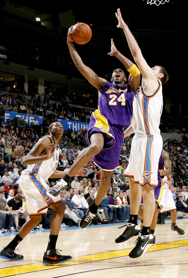 Photo - Kobe Bryant of the Lakers drives between Oklahoma City's Kevin Durant, left, and Nenad Krstic during the NBA basketball game between the Los Angeles Lakers and the Oklahoma City Thunder at the Ford Center,Tuesday, Feb. 24, 2009. The Thunder lost 107-93. PHOTO BY BRYAN TERRY, THE OKLAHOMAN
