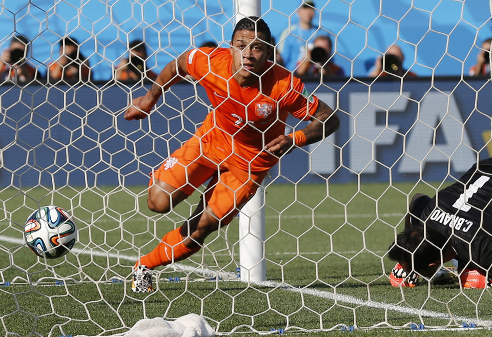 Photo - Netherlands' Memphis Depay celebrates scoring his side's second goal during the group B World Cup soccer match between the Netherlands and Chile at the Itaquerao Stadium in Sao Paulo, Brazil, Monday, June 23, 2014. (AP Photo/Frank Augstein)
