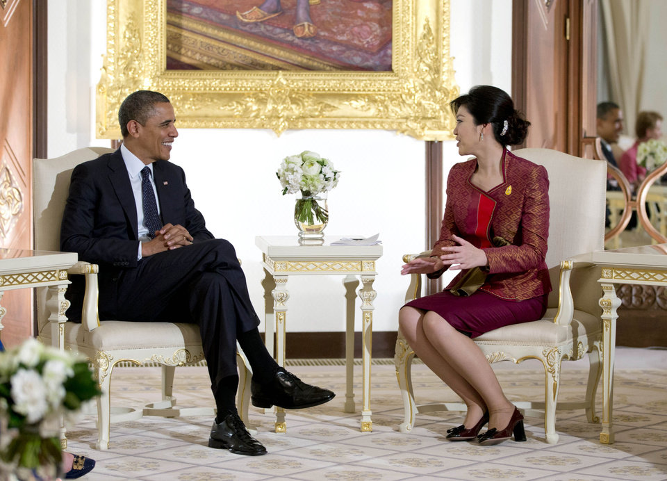 Photo -   U.S. President Barack Obama, left, and Thai Prime Minister Yingluck Shinawatra talk as they are photographed before a meeting at Government House in Bangkok, Thailand, Sunday, Nov. 18, 2012. (AP Photo/Carolyn Kaster)