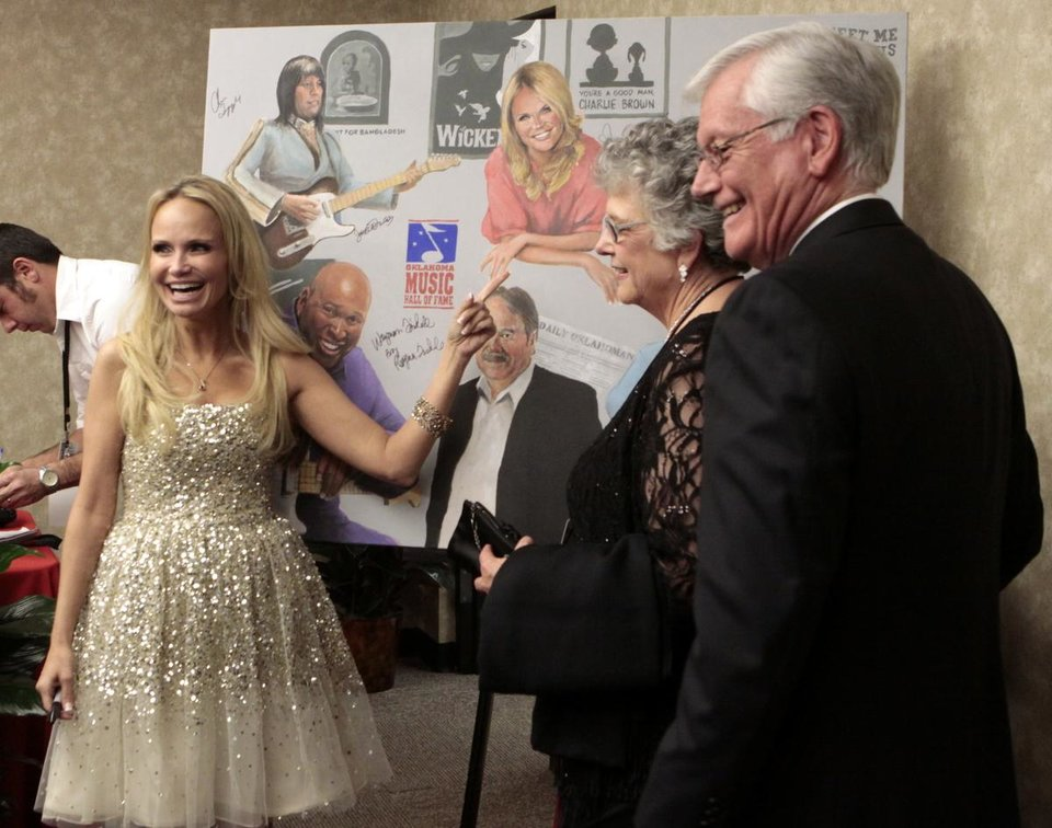Photo - Kristin Chenoweth points at her portrait painted by Roger Davis. Photo by Jay Spear