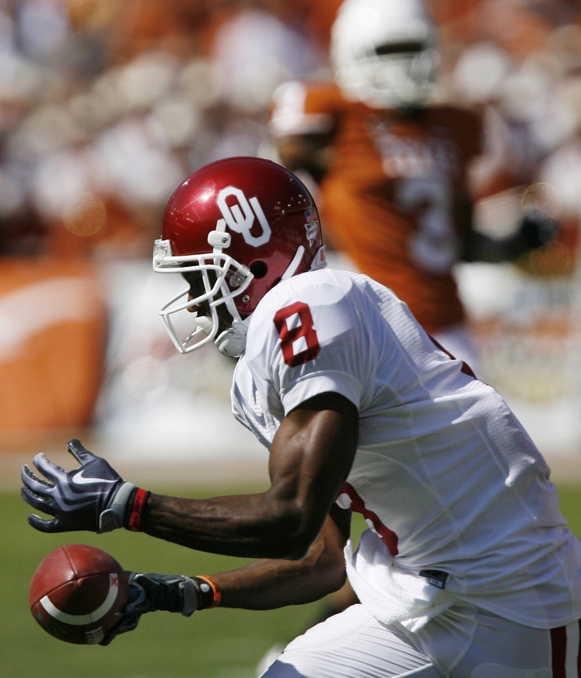 Photo - Oklahoma's Brandon Caleb (8) drops the ball on a pass reception attempt during the Red River Rivalry college football game between the University of Oklahoma Sooners (OU) and the University of Texas Longhorns (UT) at the Cotton Bowl in Dallas, Texas, Saturday, Oct. 17, 2009. Photo by Chris Landsberger, The Oklahoman