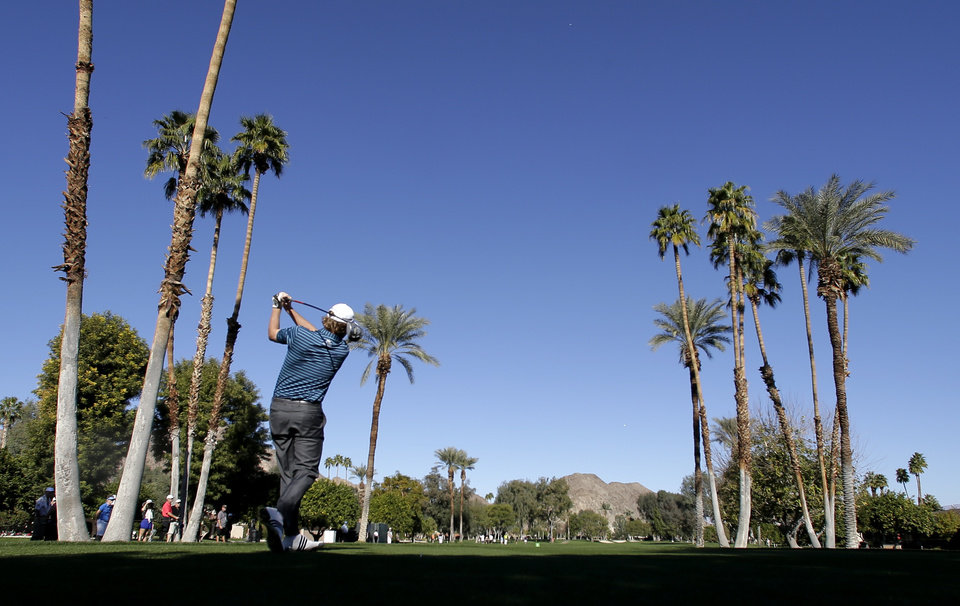 Photo - Brandt Snedeker watches his tee shot on the fifth hole during the first round of the Humana Challenge golf tournament at the La Quinta Country Club on Thursday, Jan. 16, 2014 in La Quinta, Calif. (AP Photo/Chris Carlson)