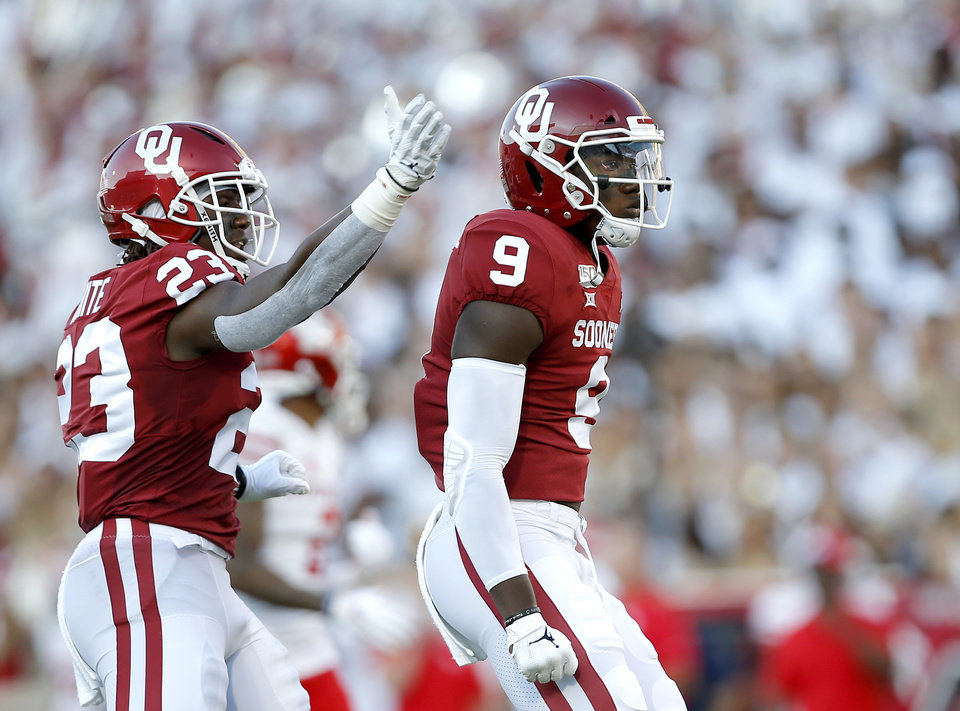 Photo - Oklahoma's Kenneth Murray (9) and DaShaun White (23) celebrate a play in the first quarter during a college football game between the University of Oklahoma Sooners (OU) and the Houston Cougars at Gaylord Family-Oklahoma Memorial Stadium in Norman, Okla., Sunday, Sept. 1, 2019. [Sarah Phipps/The Oklahoman]