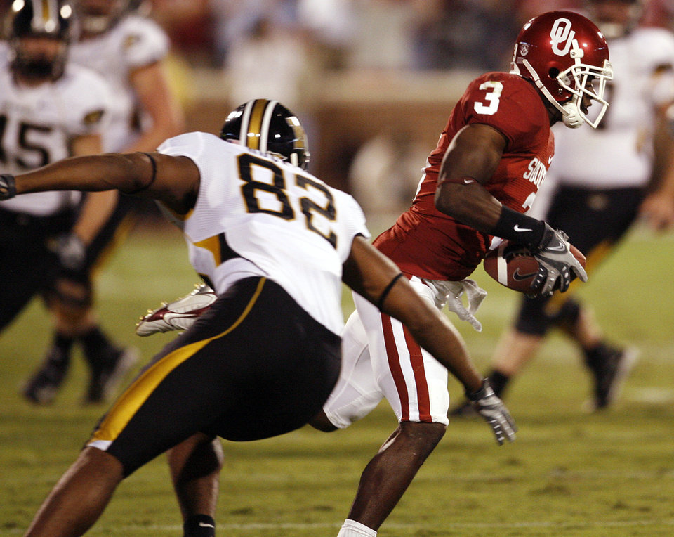 Photo - Oklahoma's Reggie Smith (3) returns an interception in front of Missouri's Martin Rucker (42) during the second half of the college football game between the University of Oklahoma Sooners (OU) and the University of Missouri Tigers (MU) at the Gaylord Family Oklahoma Memorial Stadium on Saturday, Oct. 13, 2007, in Norman, Okla.By STEVE SISNEY, The Oklahoman