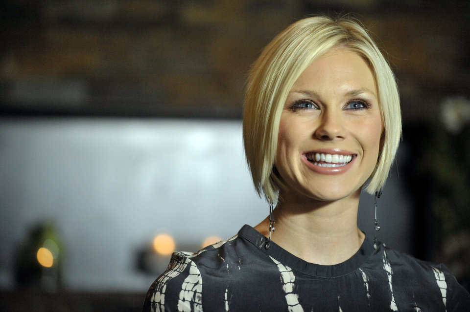 Photo -   Rachel Bradshaw, daughter of former Pittsburgh Steelers quarterback Terry Bradshaw, is signing a record deal with Bigger Picture Group on Wednesday, April 4, 2012, in Nashville, Tenn. (AP Photo/Joe Howell)