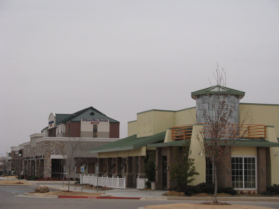 Photo - A once-bustling stretch of Memorial Road is now filled with empty spaces following the closings of Cheeseburgers in Paradise, right, Carrabba's Italian Grill, center, and Starbucks, far left.  Photo By Steve Lackmeyer, The Oklahoman ORG XMIT: 0901262129343738