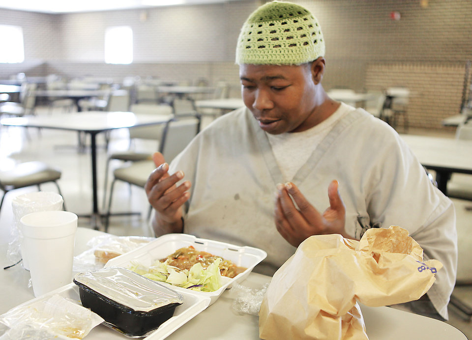 Inmate Steven C. Green prays before his halal lunch at John Lilley Correctional facility in Boley, Friday, May 25, 2012. Photo By David McDaniel/The Oklahoman <strong>David McDaniel - The Oklahoman</strong>