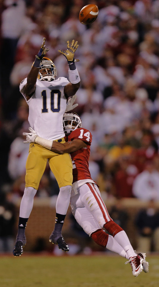 Notre Dame 's DaVaris Daniels (10) makes a catch in front of OU's Aaron Colvin (14) during the college football game between the University of Oklahoma Sooners (OU) and the Notre Dame Fighting Irish at the Gaylord Family-Oklahoma Memorial Stadium on Saturday, Oct. 27, 2012, in Norman, Okla. Photo by Chris Landsberger, The Oklahoman