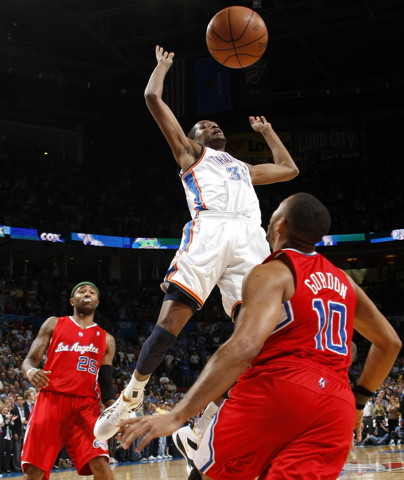Oklahoma City\'s Kevin Durant (35) loses control of the ball between Los Angeles Clippers\' Mo Williams (25) and Eric Gordon (10)during the NBA basketball game between the Oklahoma City Thunder and the Los Angeles at the Oklahoma City Arena, Wednesday, April 6, 2011. Photo by Bryan Terry, The Oklahoman