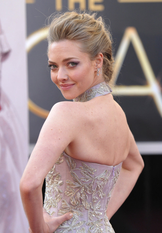 Photo - Amanda Seyfried wearing Alexander McQueen arrives at the Oscars at the Dolby Theatre on Sunday Feb. 24, 2013, in Los Angeles. (Photo by John Shearer/Invision/AP)  John Shearer