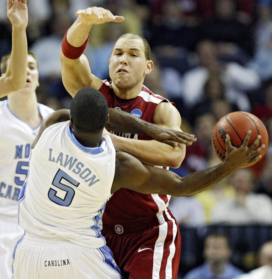 Photo - Oklahoma's Taylor Griffin (32) defends on North Carolina's Ty Lawson (5) during the second half in the Elite Eight game of NCAA Men's Basketball Regional between the University of North Carolina and the University of Oklahoma at the FedEx Forum on Sunday, March 29, 2009, in Memphis, Tenn.