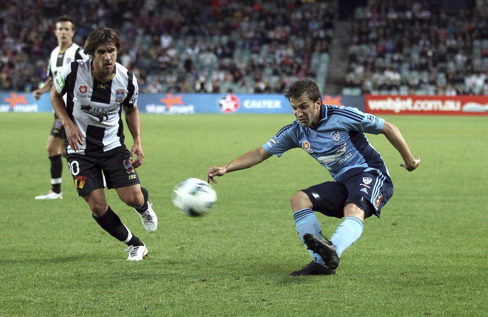 Sydney FC's Alessandro Del Piero makes a pass near Newcastle Jets' Bernardo Ribeiro, left, during their A-league soccer match in Sydney, Australia, Saturday, Oct. 13, 2012. (AP Photo/Rob Griffith)
