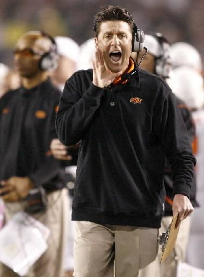 Photo - OSU coach  Mike  Gundy shouts during the Holiday Bowl college football game between Oklahoma State University and Oregon at Qualcomm Stadium in San Diego, Tuesday, Dec. 30, 2008. PHOTO BY BRYAN TERRY