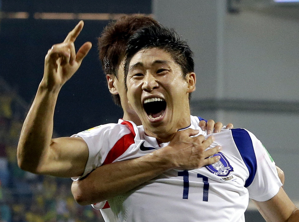 Photo - South Korea's Lee Keun-ho celebrates after scoring the opening goal during the group H World Cup soccer match between Russia and South Korea at the Arena Pantanal in Cuiaba, Brazil, Tuesday, June 17, 2014. (AP Photo/Lee Jin-man)