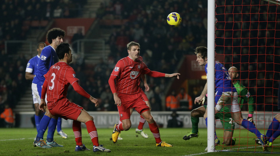 Southampton's Rickie Lambert, centre, has his shot cleared off the line by Everton's Leighton Baines during their English Premier league soccer match at Southampton's St Mary's stadium in Southampton, England, Monday, Jan. 21, 2013. (AP Photo/Alastair Grant)