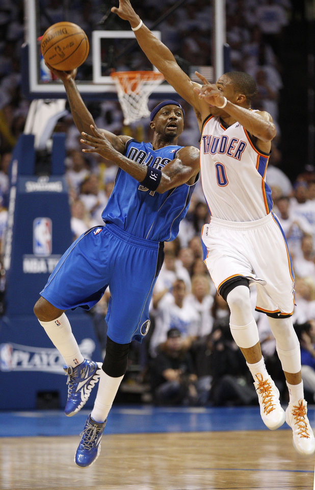 Photo -   Dallas Mavericks guard Jason Terry, left, throws up a shot in front of Oklahoma City Thunder guard Russell Westbrook (0) at the end of the third quarter of Game 2 in the first round of the NBA basketball playoffs, in Oklahoma City, Monday, April 30, 2012. Oklahoma City won 102-99. (AP Photo/Sue Ogrocki)
