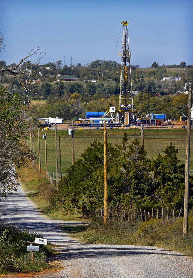Photo - Continental Resources rig site in Chickasha. Photo by Chris Landsberger, The Oklahoman  CHRIS LANDSBERGER - CHRIS LANDSBERGER