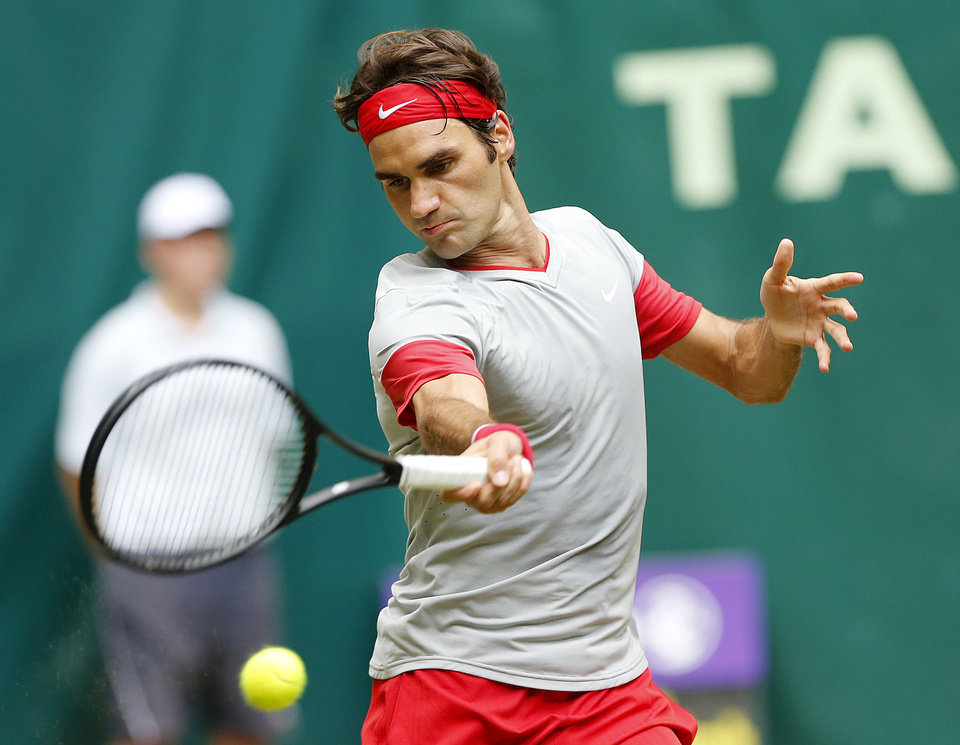 Photo - Switzerland's Roger Federer hits a forehand against Colombia's Alejandro Falla in the final of the Gerry Weber Open tennis tournament in Halle, Germany, Sunday, June 15, 2014. Federer beat Falla 7-6 and 7-6. (AP Photo/Michael Probst)