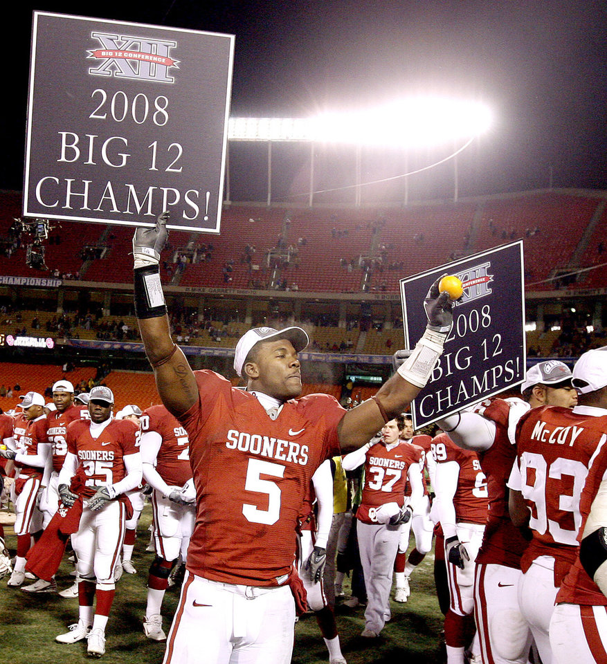 Photo - OU's Nic Hari celebrates after winning the Big 12 Championship college football game between the University of Oklahoma Sooners (OU) and the University of Missouri Tigers (MU) on Saturday, Dec. 6, 2008, at Arrowhead Stadium in Kansas City, Mo. 
