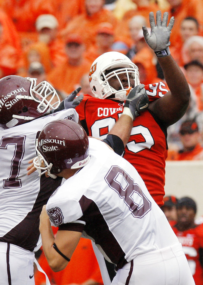 Photo - Chris Dondaldson gets blocked by David Arkin as he tries to get to Tyler Horner at the Oklahoma State University (OSU) football game against Missouri State University (MSU) Saturday Sept. 13, 2008 at Boone Pickens Stadium in Stillwater, Okla. BY DOUG HOKE, THE OKLAHOMAN.