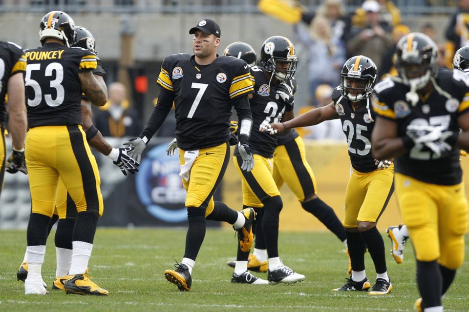 Photo - Pittsburgh Steelers quarterback Ben Roethlisberger (7) is greeted by teammates after being introduced as the starting quarterback of an NFL football game against the San Diego Chargers on Sunday, Dec. 9, 2012 in Pittsburgh. Roethlisberger had been out for two games with injured ribs.(AP Photo/Keith Srakocic)