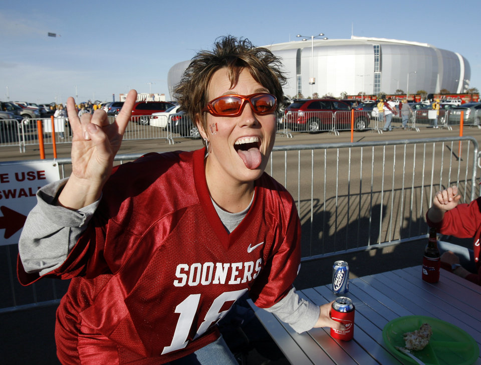 Photo - Kelli McNabb of Fairview tailgates outside the stadium before the Fiesta Bowl college football game between the University of Oklahoma Sooners (OU) and the West Virginia University Mountaineers (WVU) at The University of Phoenix Stadium on Wednesday, Jan. 2, 2008, in Glendale, Ariz. 