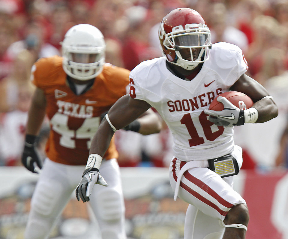 Photo - Oklahoma's Jaz Reynolds (16) catches a pass in front of Texas' Jackson Jeffcoat (44) during the Red River Rivalry college football game between the University of Oklahoma Sooners (OU) and the University of Texas Longhorns (UT) at the Cotton Bowl in Dallas, Saturday, Oct. 8, 2011. Photo by Chris Landsberger, The Oklahoman