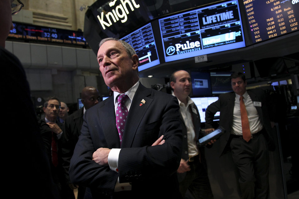 Photo -   Mayor Michael Bloomberg talks to traders before ringing the opening bell at the New York Stock Exchange in New York, Wednesday, Oct. 31, 2012. Traffic is snarled, subways out of commission, streets flooded and power out in many parts of the city, but the New York Stock Exchange opened without hitch Wednesday after an historic two-day shutdown, courtesy of Hurricane Sandy. (AP Photo/Seth Wenig)