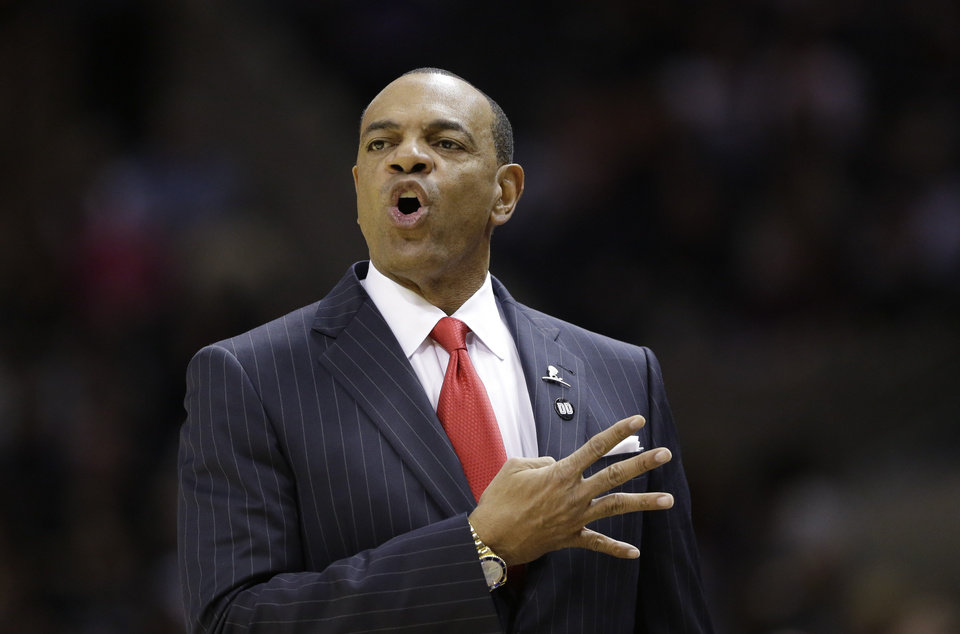 Memphis Grizzlies coach Lionel Hollins calls a play during the first quarter of an NBA basketball game against the San Antonio Spurs, Saturday, Dec. 1, 2012, in San Antonio. (AP Photo/Eric Gay)