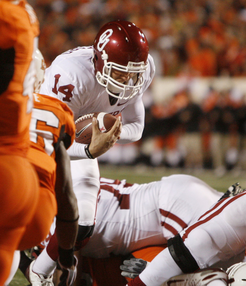 Photo - OU quarterback Sam Bradford rushes for a touchdown during the second half of the college football game between the University of Oklahoma Sooners (OU) and Oklahoma State University Cowboys (OSU) at Boone Pickens Stadium on Saturday, Nov. 29, 2008, in Stillwater, Okla. STAFF PHOTO BY SARAH PHIPPS
