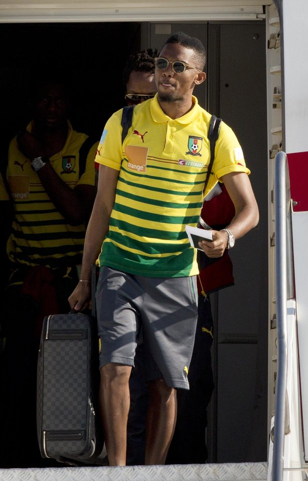 Photo - Chelsea's player Samuel Eto'o leaves the aircraft  as Cameroon's national team at the Galeao Air Base in Rio de Janeiro, Brazil, Monday, June 9, 2014. Cameroon's World Cup team refused to board a plane due to take them to Brazil on Sunday because of a long-running dispute over bonus payments for the tournament, forcing their national federation to take out a loan to meet their demands. (AP Photo/Rodrigo Abd)