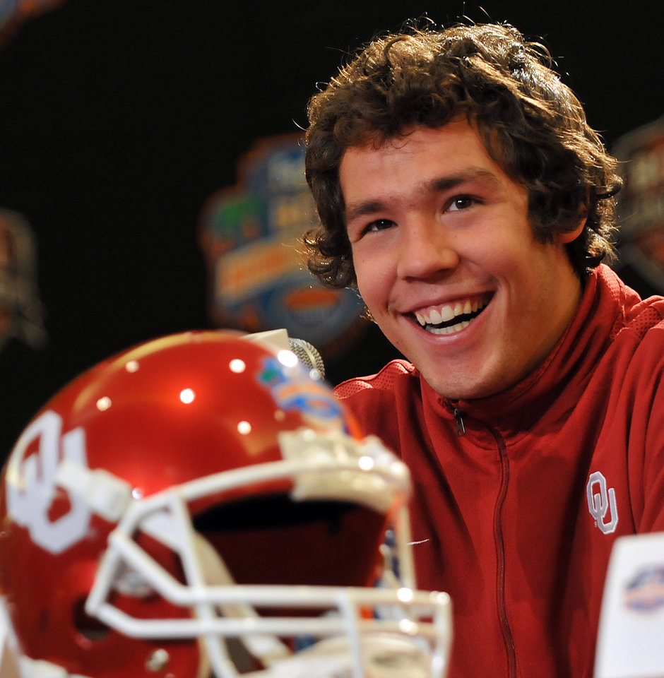 Photo - BCS NATIONAL CHAMPIONSHIP GAME / BOWL GAME / BOWL CHAMPIONSHIP SERIES: University of Oklahoma's Heisman Trophy-winning quarterback Sam Bradford smiles while fielding questions from reporters during a news conference Saturday, Jan 3, 2009 in Fort Lauderdale, Fla. Florida plays OU in the BCS Championship NCAA college football game on Thursday, Jan. 8. (AP Photo/Steve Mitchell) ORG XMIT: FLSM102