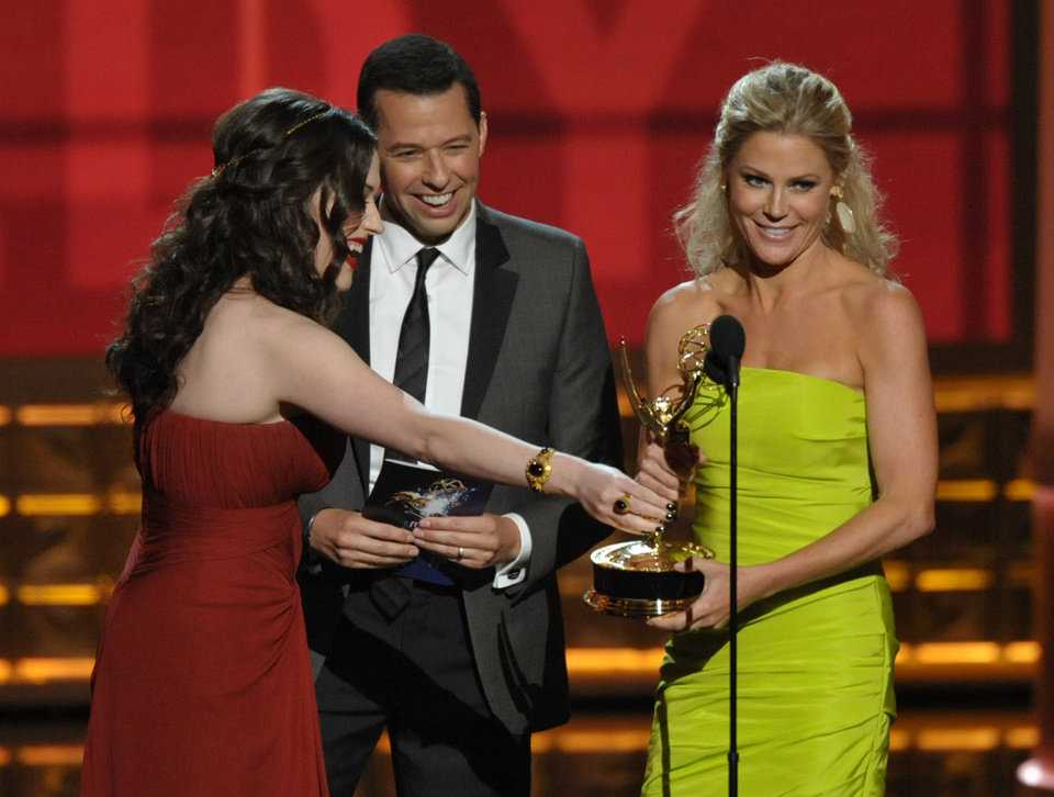 Photo -   Kat Dennings, left, and Jon Cryer, center, present the award for outstanding supporting actress in a comedy series to Julie Bowen for