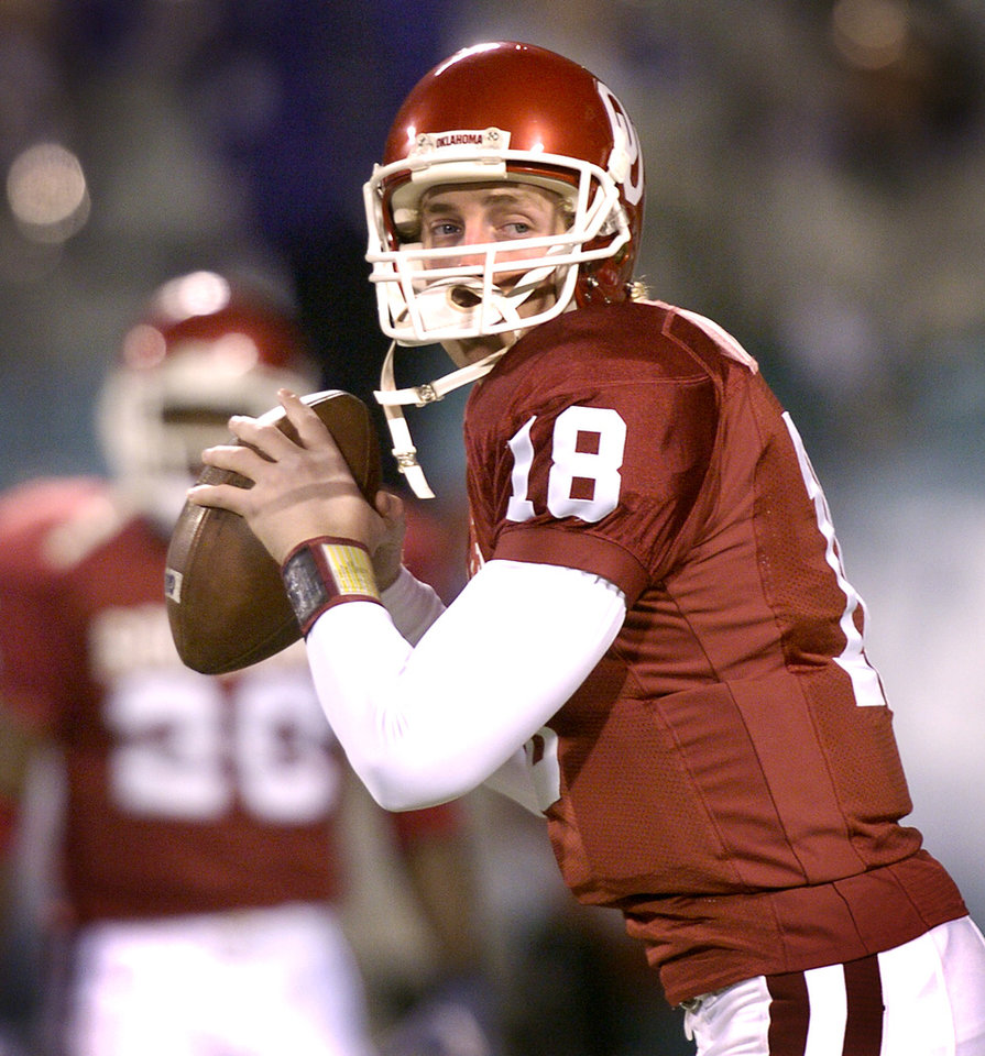 UNIVERSITY OF OKLAHOMA VS KANSAS STATE UNIVERSITY BIG 12 CHAMPIONSHIP COLLEGE FOOTBALL AT ARROWHEAD  STADIUM IN KANSAS CITY, MISSOURI, DECEMBER 6,2003.   OU Sooner #18 Jason White warms up before the Big 12 Championship game against KSU  .  Staff photo by Ty Russell