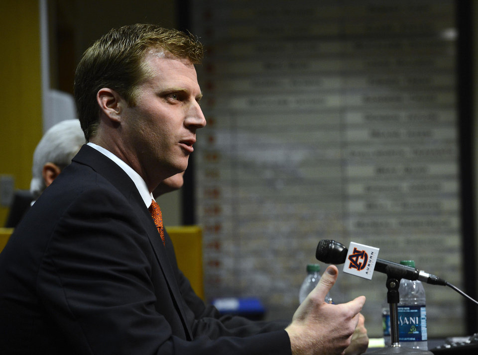 Auburn NCAA college footall offensive coordinator Rhett Lashlee speaks during a news conference on Friday, Dec. 7, 2012 in Auburn, Ala.(AP Photo/Todd J. Van Emst)