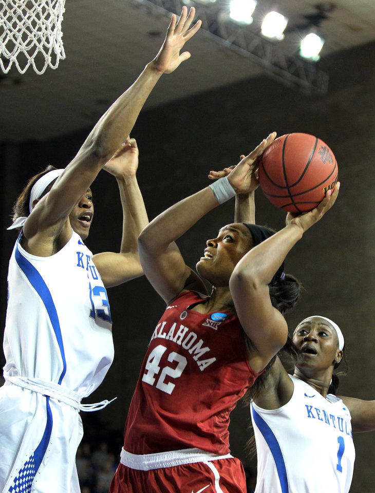 Kentucky pulls away from Oklahoma 79-58 in NCAA second ...