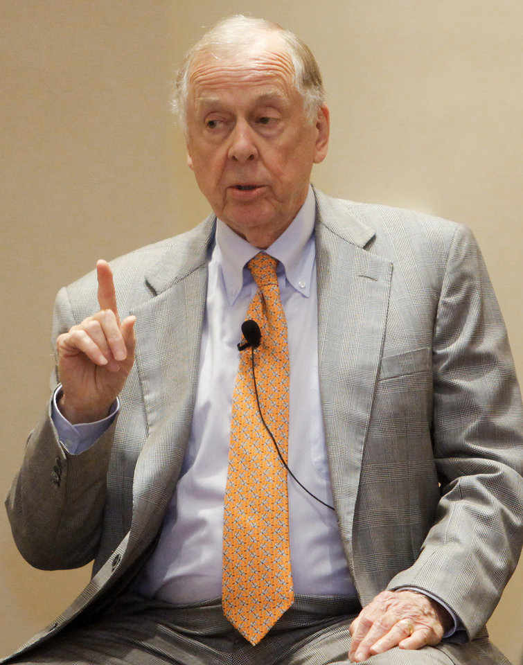 Photo - T. Boone Pickens speaks during the Sovereignty Symposium at the Skirvin Hilton on Wednesday, June 3, 2009, in Oklahoma City, Okla.  Photo by Chris Landsberger, The Oklahoman  ORG XMIT: KOD