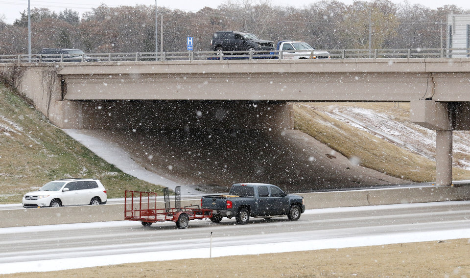 Photo - Traffic on I-35 at the 33rd street bridge in Edmond Sunday, November 24, 2013. Photo by Doug Hoke, The Oklahoman
