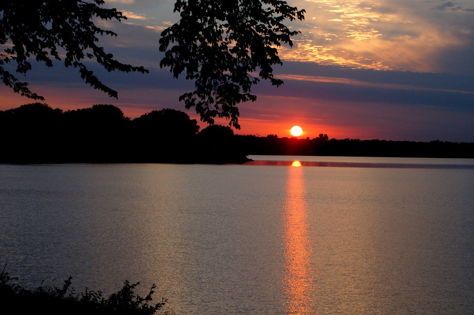 Sunrise over Lake Overholser.<br/><b>Community Photo By:</b> Eldon Harris<br/><b>Submitted By:</b> Eldon, Bethany