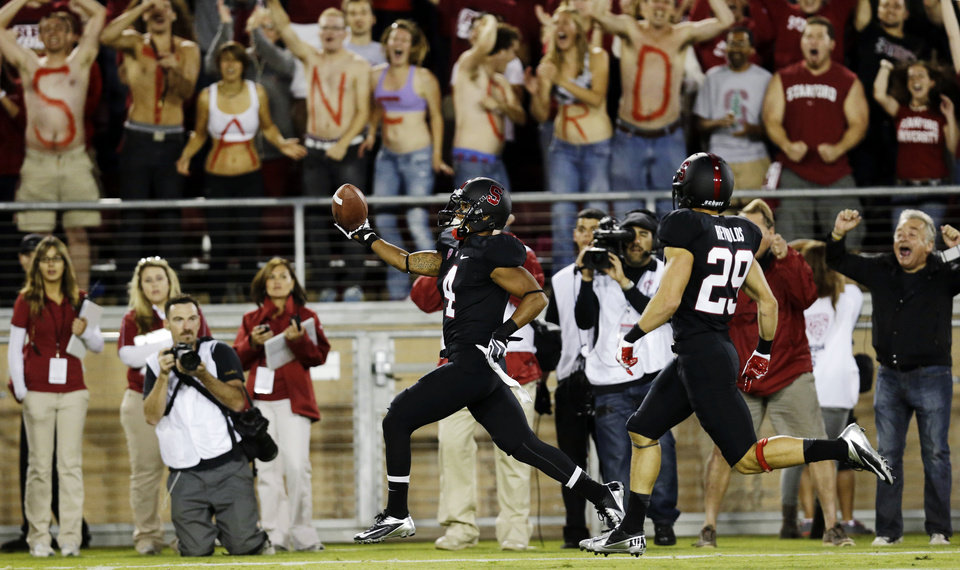 Photo -   Stanford's Drew Terrell, center, runs down the sideline on a 76-yard punt return for a touchdown against Duke during the first half of an NCAA college football game in Stanford, Calif., Saturday, Sept. 8, 2012. (AP Photo/Marcio Jose Sanchez)