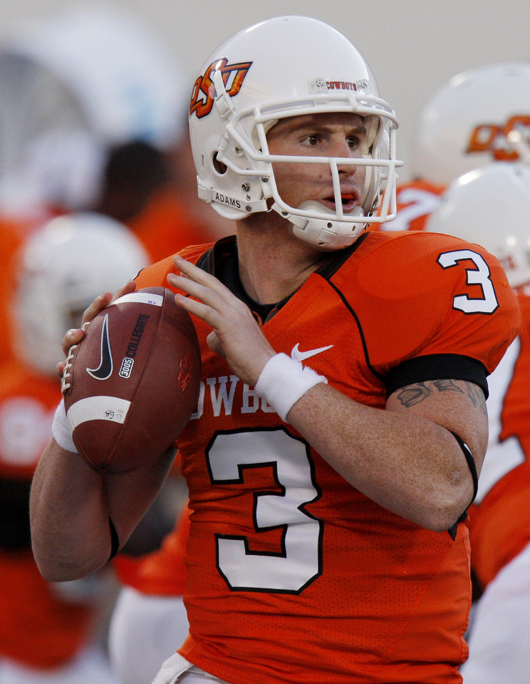 Photo - Backup quarterback Alex Cate at the Oklahoma State University (OSU) college football game against Iowa State University (ISU) at Boone Pickens Stadium in Stillwater, Okla. Saturday November 1, 2008. PHOTO BY DOUG HOKE, THE OKLAHOMAN. ORG XMIT: KOD