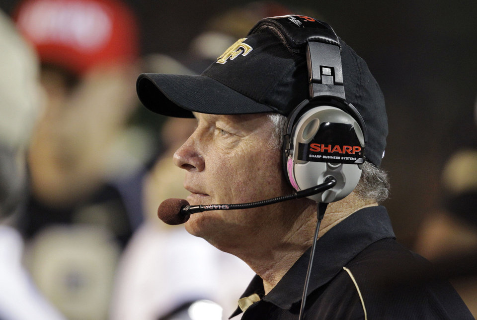 Photo -   Wake Forest head coach Jim Grobe watches during the first half of an NCAA college football game against Clemson in Winston-Salem, N.C., Thursday, Oct. 25, 2012. (AP Photo/Chuck Burton)