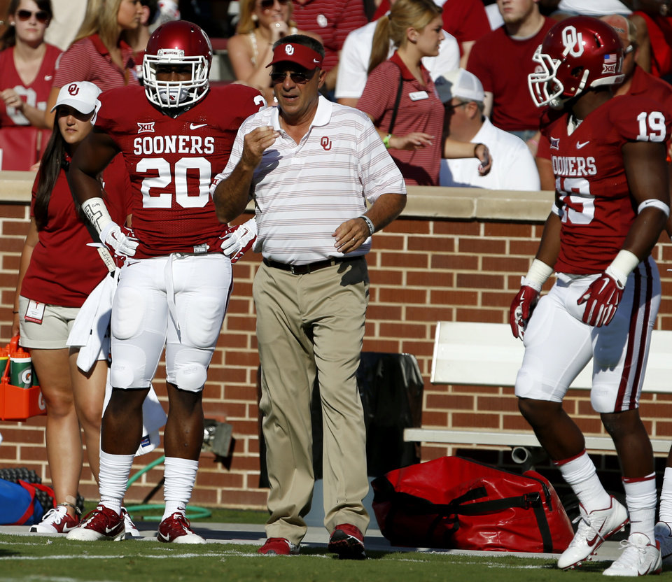 Photo - Oklahoma's Frank Shannon (20) stands on the field prior to a college football game between the University of Oklahoma Sooners (OU) and the Louisiana Tech Bulldogs at Gaylord Family-Oklahoma Memorial Stadium in Norman, Okla., on Saturday, Aug. 30, 2014. Photo by Bryan Terry, The Oklahoman