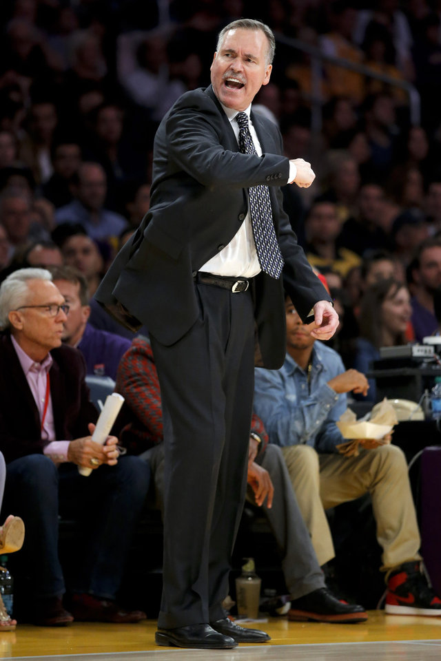 Los Angeles Lakers head coach Mike D\'Antoni gestures as he directs his team in the first half of an NBA basketball game against the Brooklyn Nets in Los Angeles, Tuesday, Nov. 20, 2012. (AP Photo/Jae C. Hong)