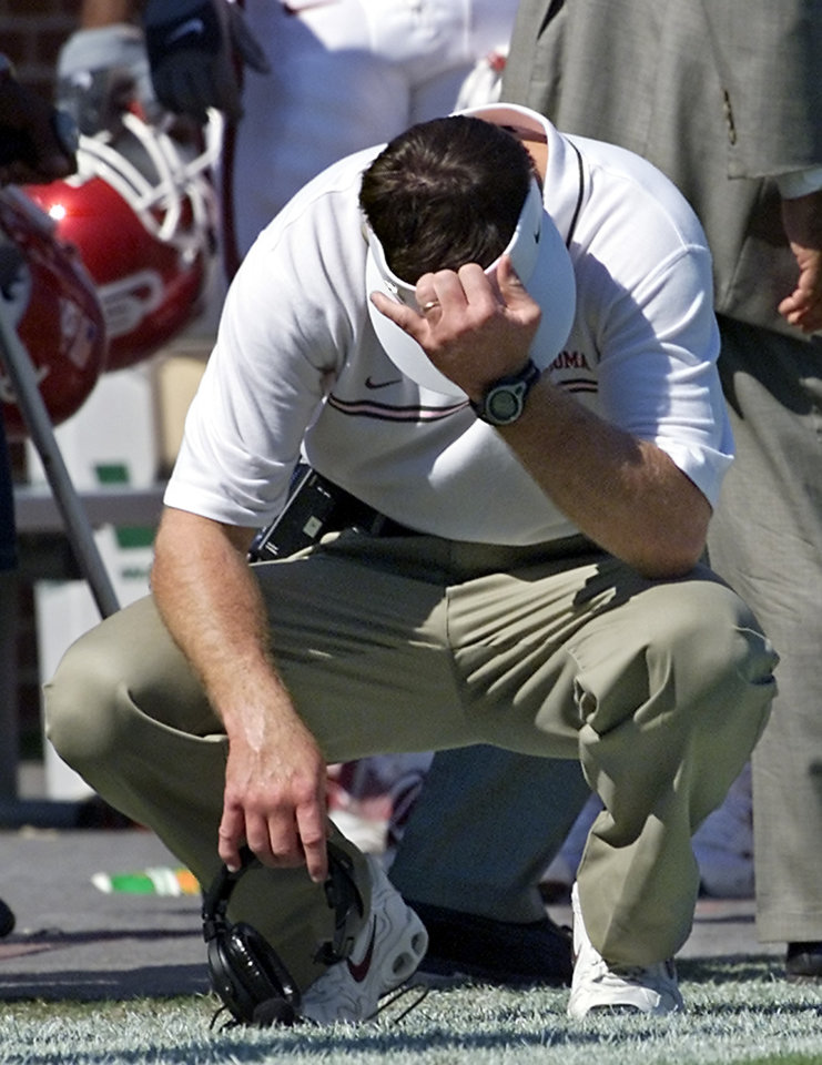 Photo - (OU VS KANSAS STATE COLLEGE FOOTBALL IN NORMAN, OK ON SATURDAY, SEPT. 29,2001. OU couch Bob Stoops reacts to Antwone Savage's 4th quarter touchdown called back after a penalty. Staff Photo By Steve Gooch